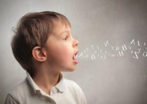 Niño con transtorno en el habla
